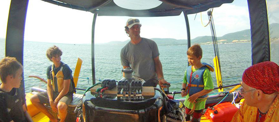 Excursion catamaran taxsea